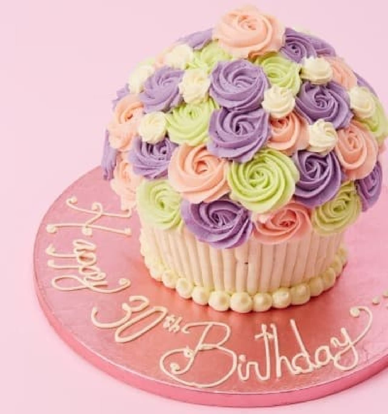 お誕生日には、こんな華やかなカップケーキも