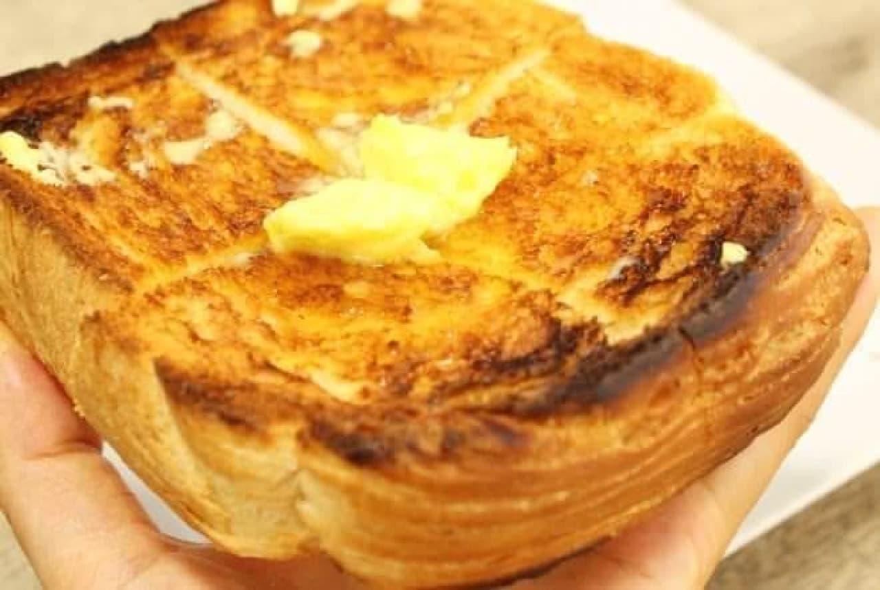トーストの香ばしさが、
