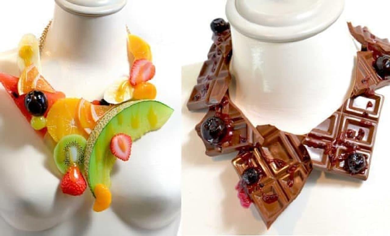 フルーツや板チョコのネックレスに、