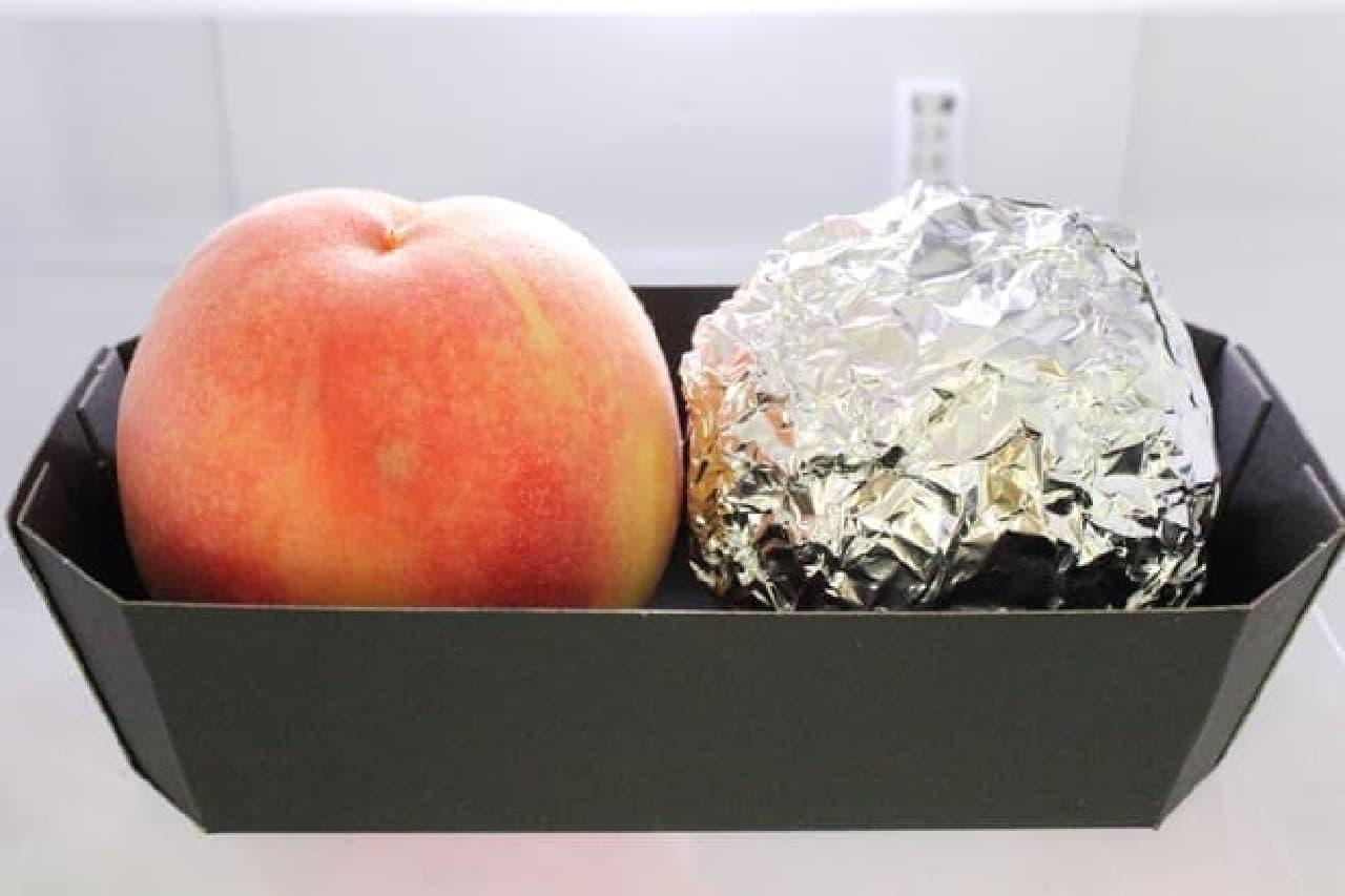 アルミホイルで包むとモモを長期保存できる?  (画像は冷蔵庫に入れた日のもの。ハリがあっておいしそう)