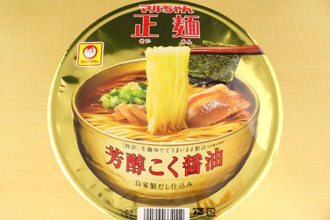 黄金に輝く「マルちゃん正麺 カップ」、その味わいは?