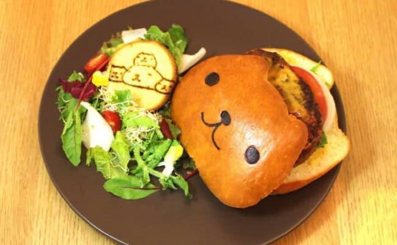 カピバラさんのコラボカフェがオープン!  画像はハンバーガーのプレート(1,480円)