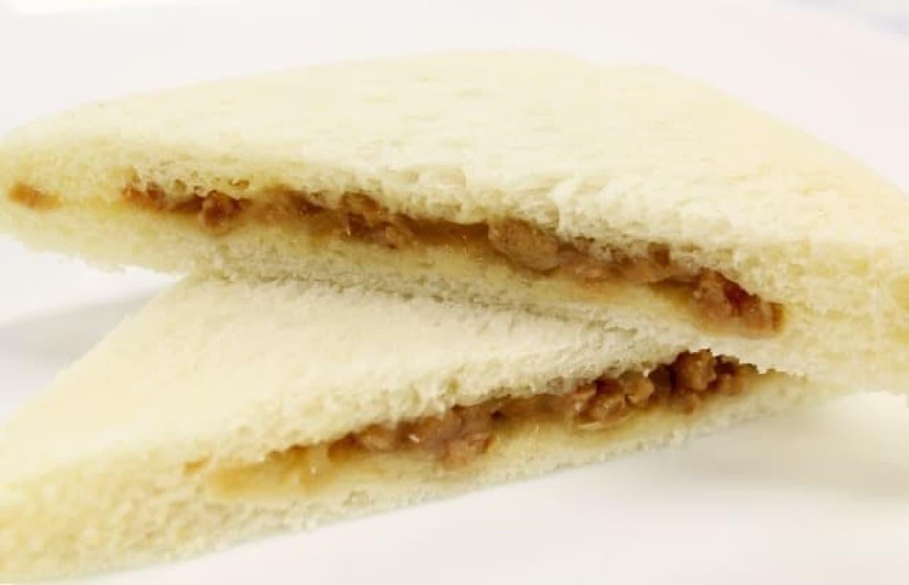 食パンの中から小籠包