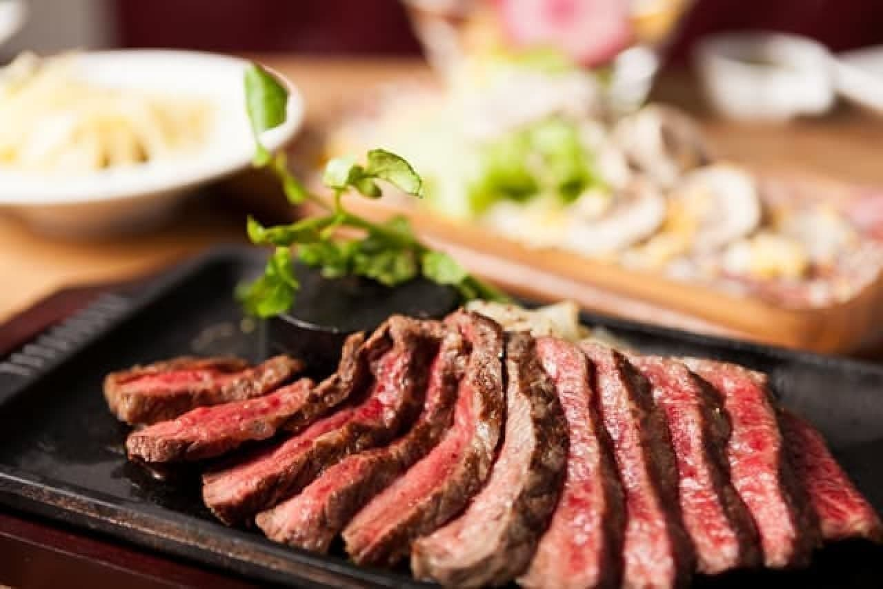 肉汁たっぷりのステーキを、お好きな分だけ