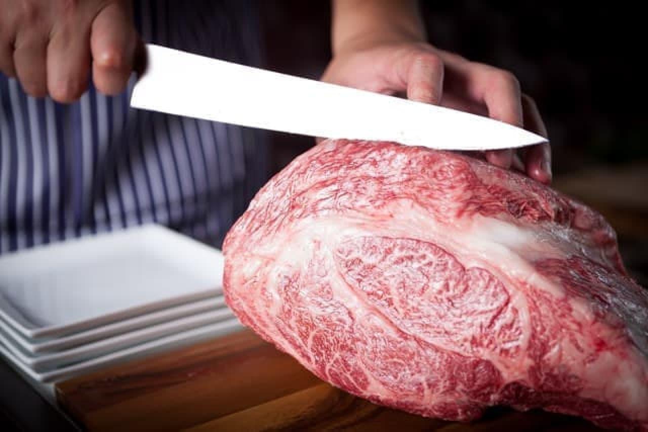 好みのお肉を、好みの厚さにカットしてくれる