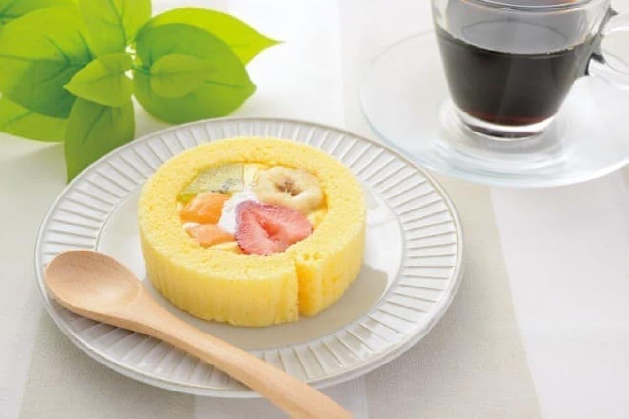 どこから食べるか迷う?フルーツぎっしりロールケーキ