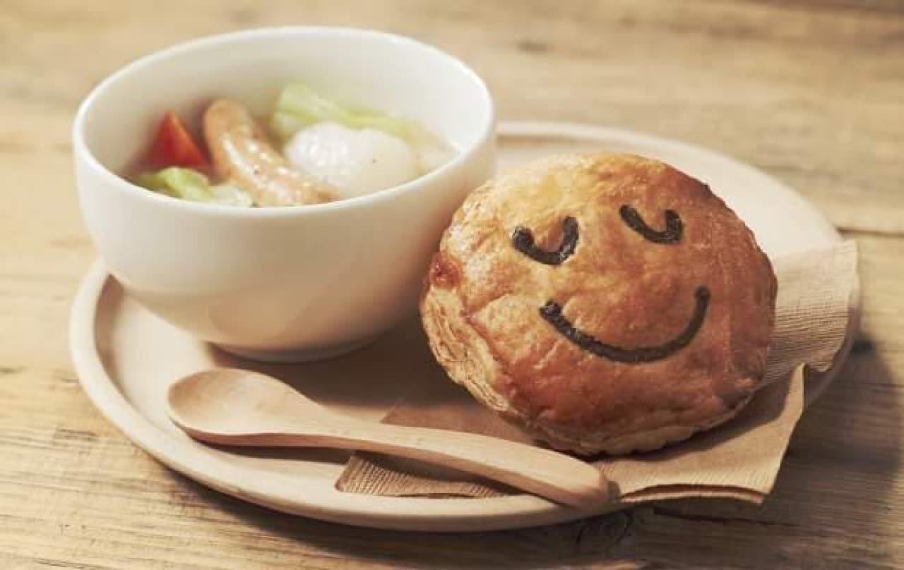 具だくさんのスープとパイをセットで(写真はイメージ)