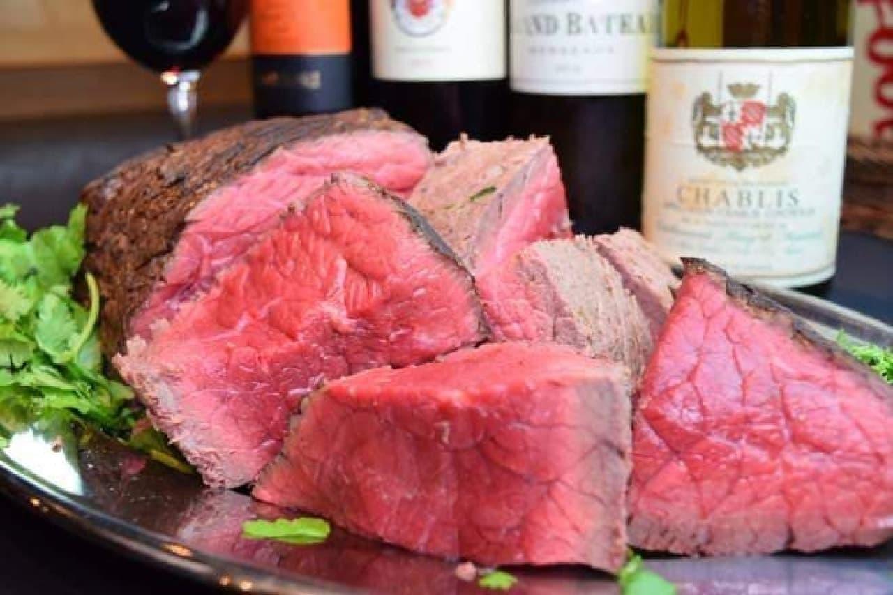 写真は「ビステッカ風ざく切り肉」
