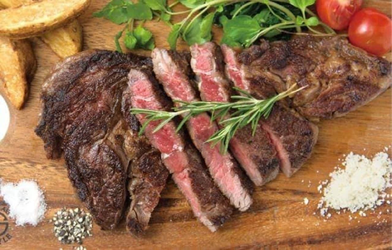 みんなでシェアして食べる、ゴッチーズビーフの熟成牛ステーキ