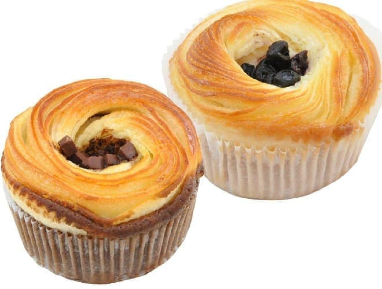 左から「クロワッサンケーキ チョコ」「同 ブルーベリー&チーズクリーム」