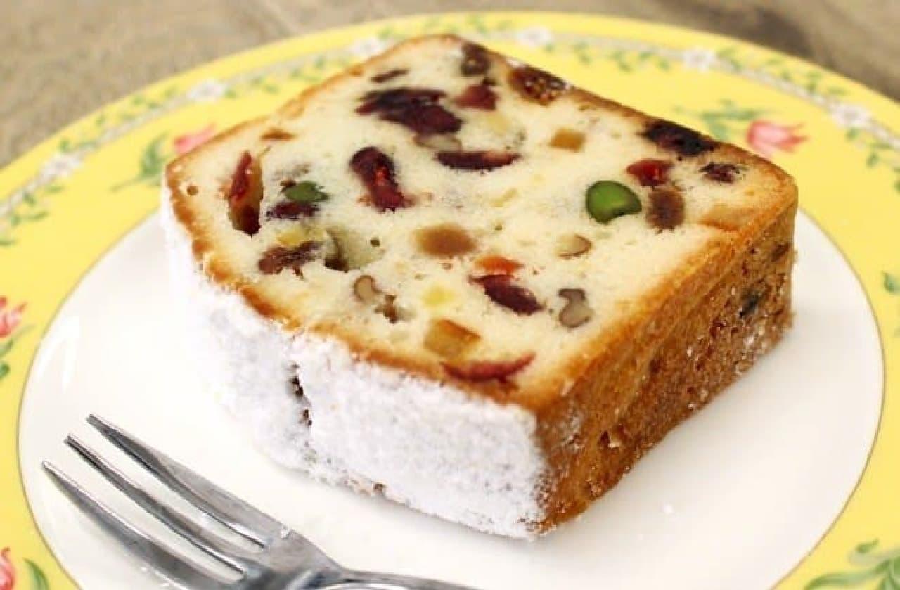 """ドイツ菓子の""""シュトーレン""""をイメージしたケーキ"""