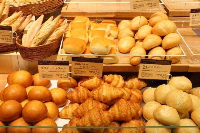 """シンプルな""""食事パン""""は天然酵母使用"""