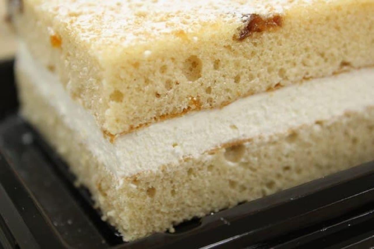 生地とクリームのアーモンド風味が主役
