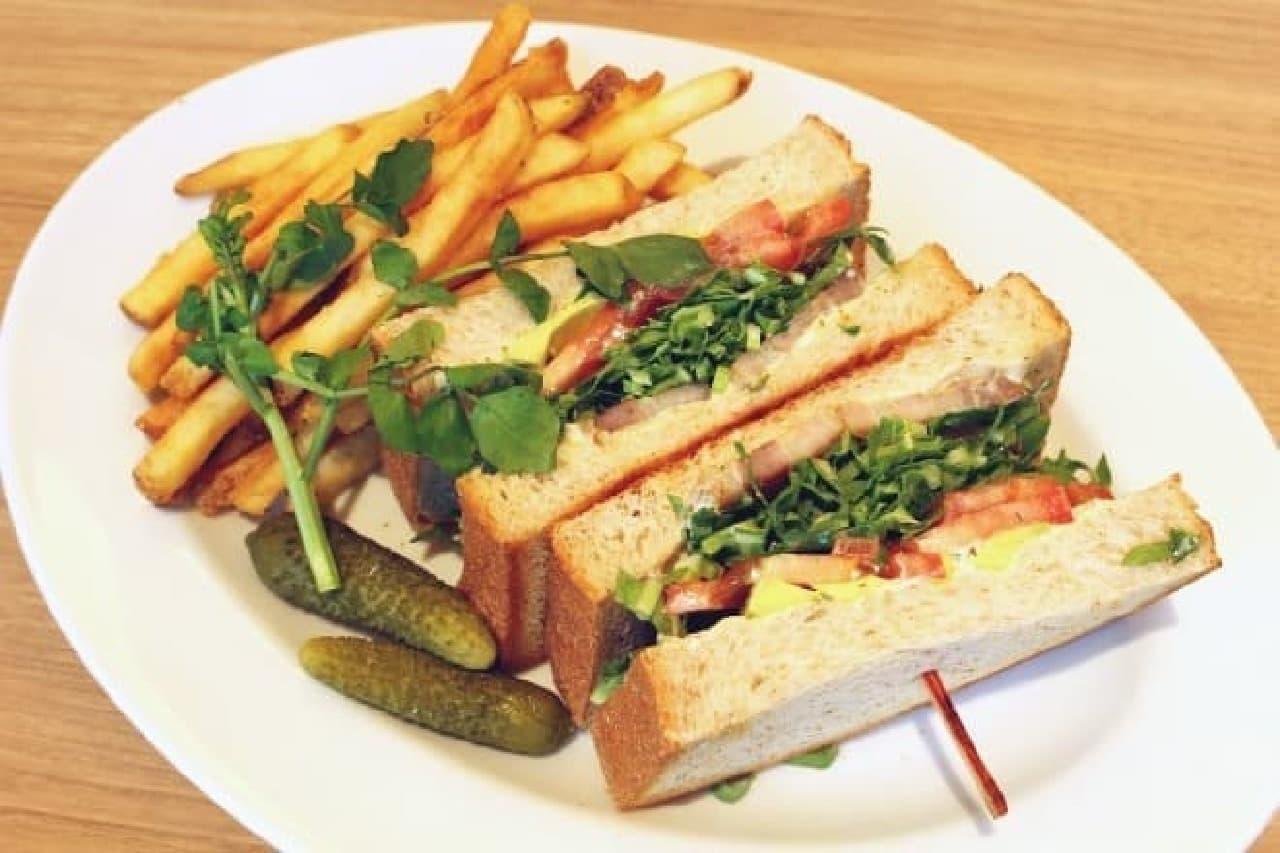 ボリューム満点のサンドイッチプレート