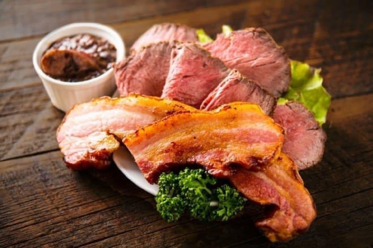 肉の盛り合わせプレートなども