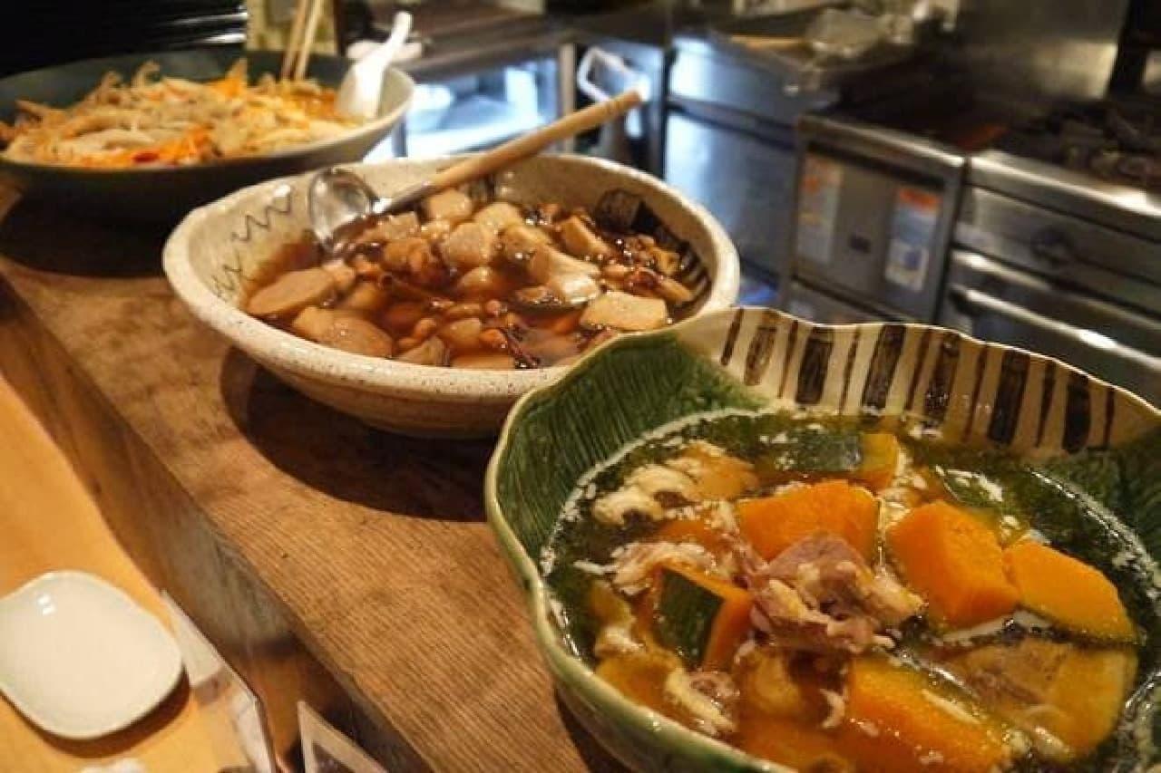 ほっとする日本の家庭料理が並ぶ