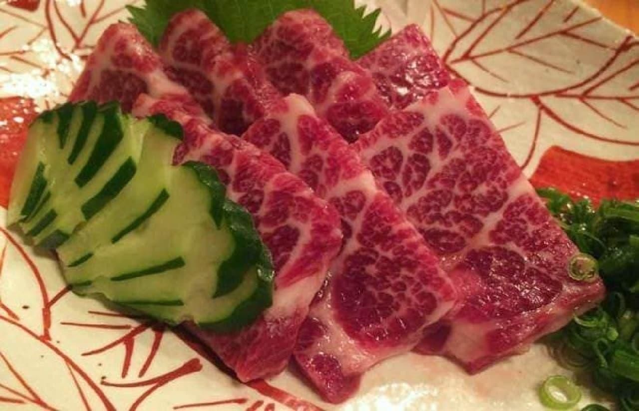 参考画像:筆者が熊本で食べた馬刺し
