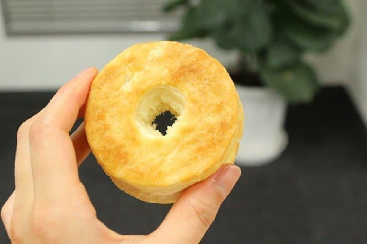 中央に穴の開いた円筒形