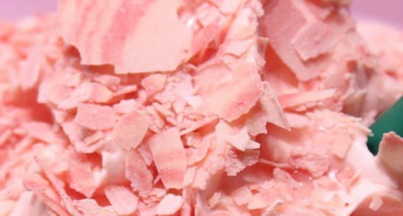 淡いピンクは桜、濃いピンクはストロベリー味