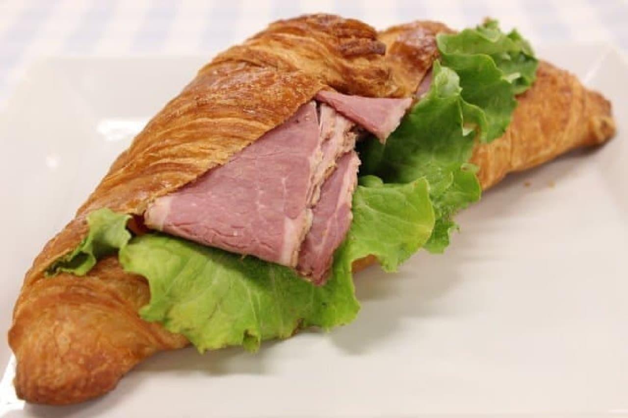 パストラミハムのクロワッサンサンドイッチ