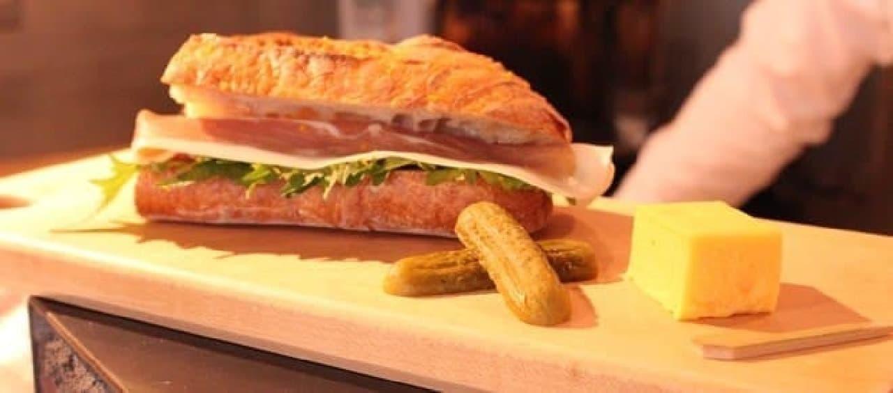 パンのうまみも味わえる和洋折衷のサンドウィッチ