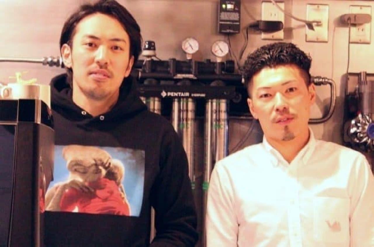 コーヒー担当の鈴木さん(左)とサンドウィッチ担当の成瀬さん(右)
