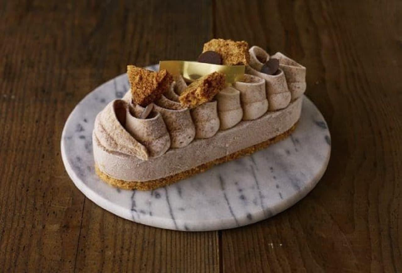 アントルメグラッセの新ライン「オーバル グラッセ」  写真は「キャラメル ショコラ」