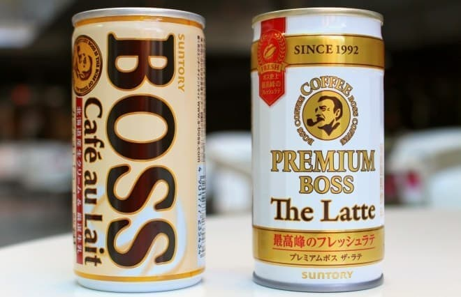 左がボス カフェオレ(コーヒー飲料)、右がプレミアムボス ザ・ラテ(乳飲料)
