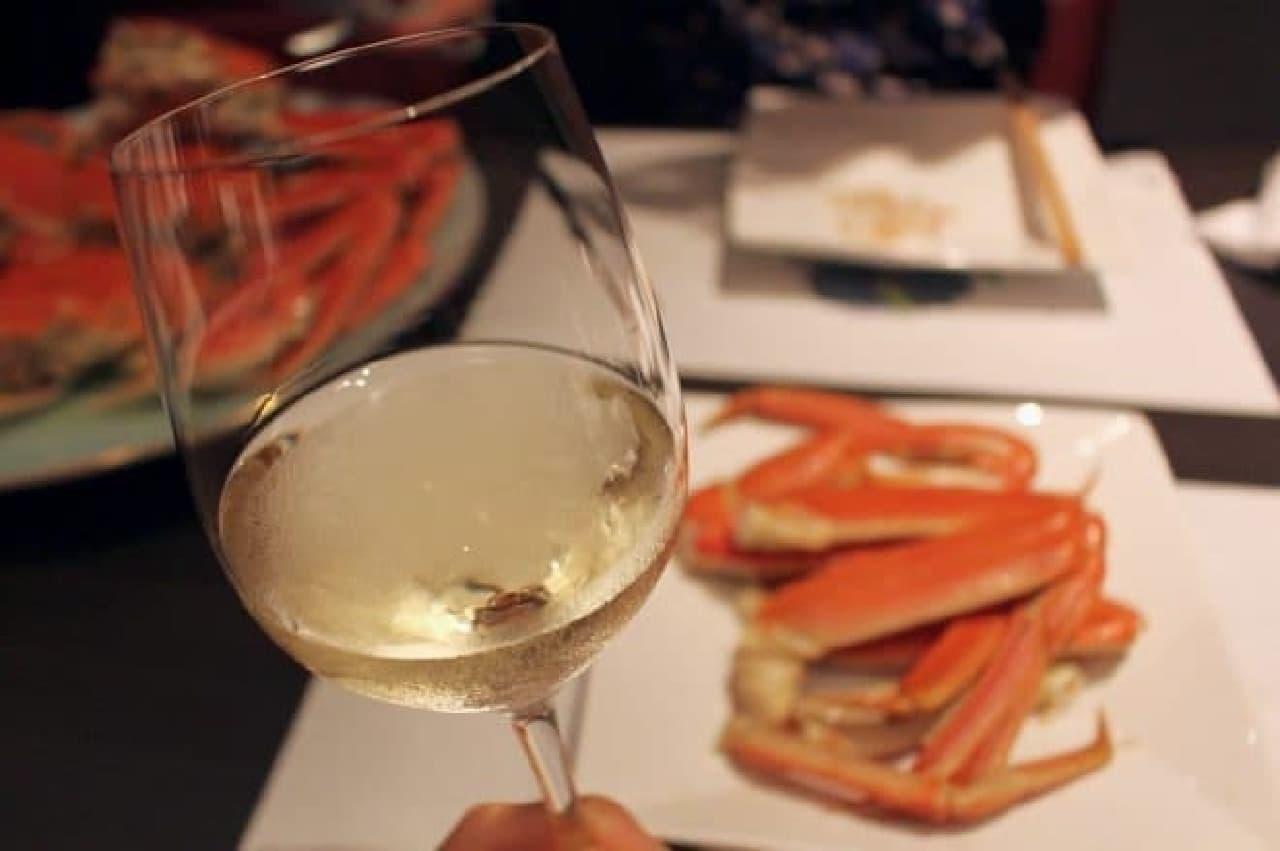 ズワイガニと白ワインのマリアージュ