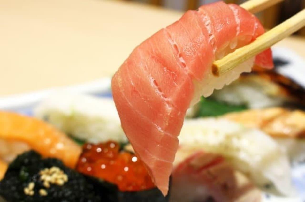 回らないお寿司の食べ放題が、いつもよりちょっとおトクに