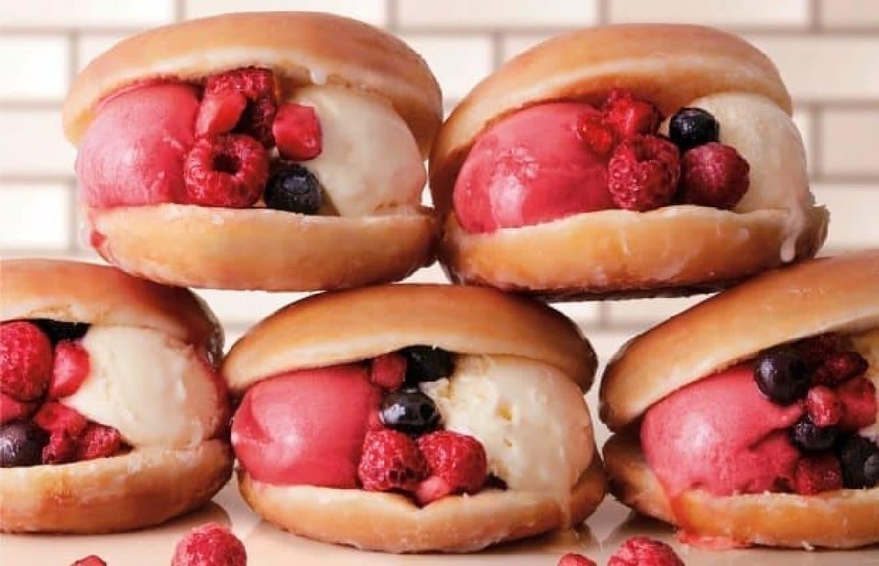 ドーナツの中で、アイスとジェラートが甘酸っぱくとろける