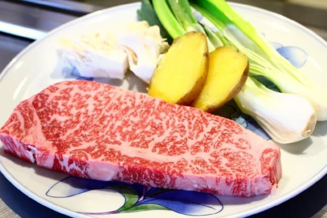 写真のお肉は絆牛サーロインステーキ(2人分)