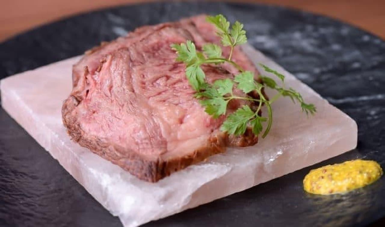 土佐あか牛の岩塩プレート焼