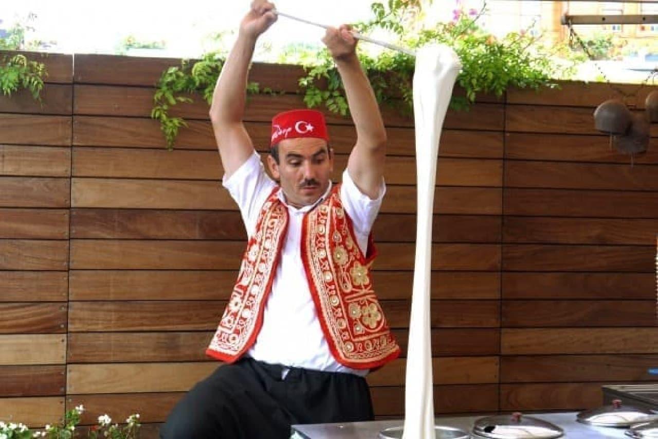 アイスファン、集まれ~!  (画像:トルコで撮影したドンドルマ)