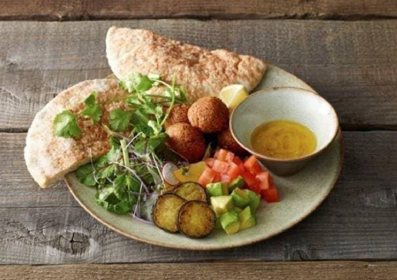 コスメキッチン発のオーガニックレストラン  (画像「10種類野菜のファラフェルサンド」)