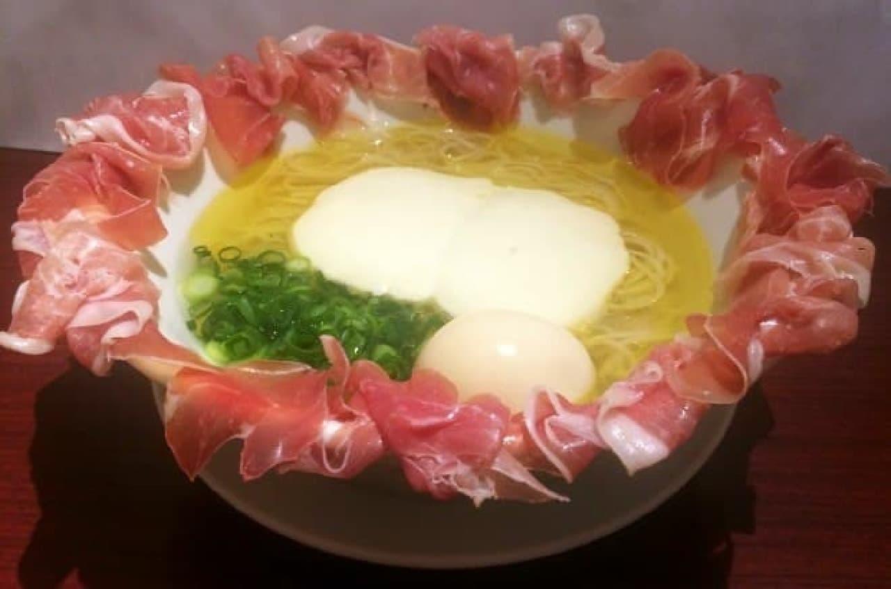 ドゥエイタリアンの「らぁ麺フロマージュ スペシャル」