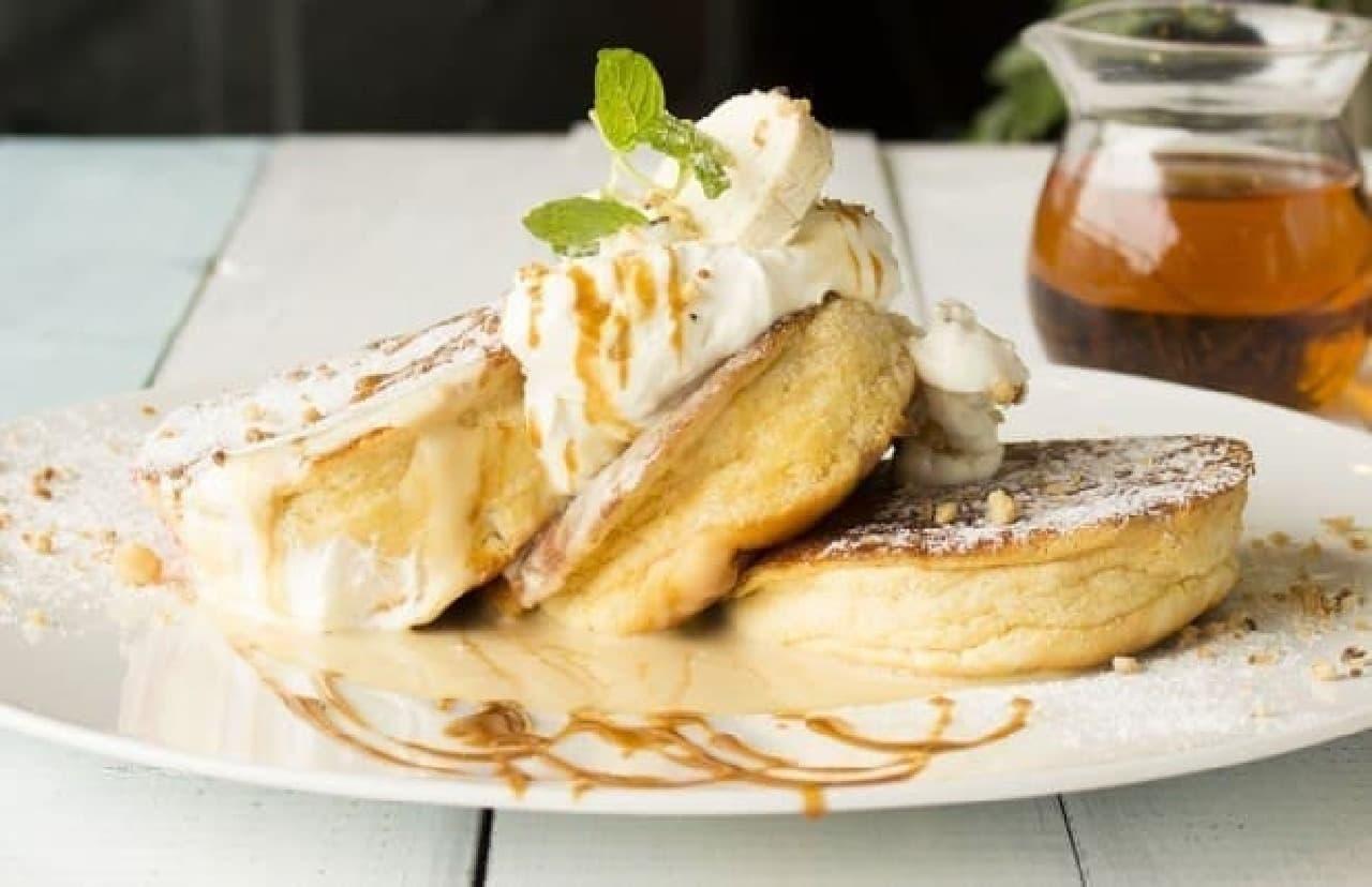写真はロイヤルミルクティーのパンケーキ