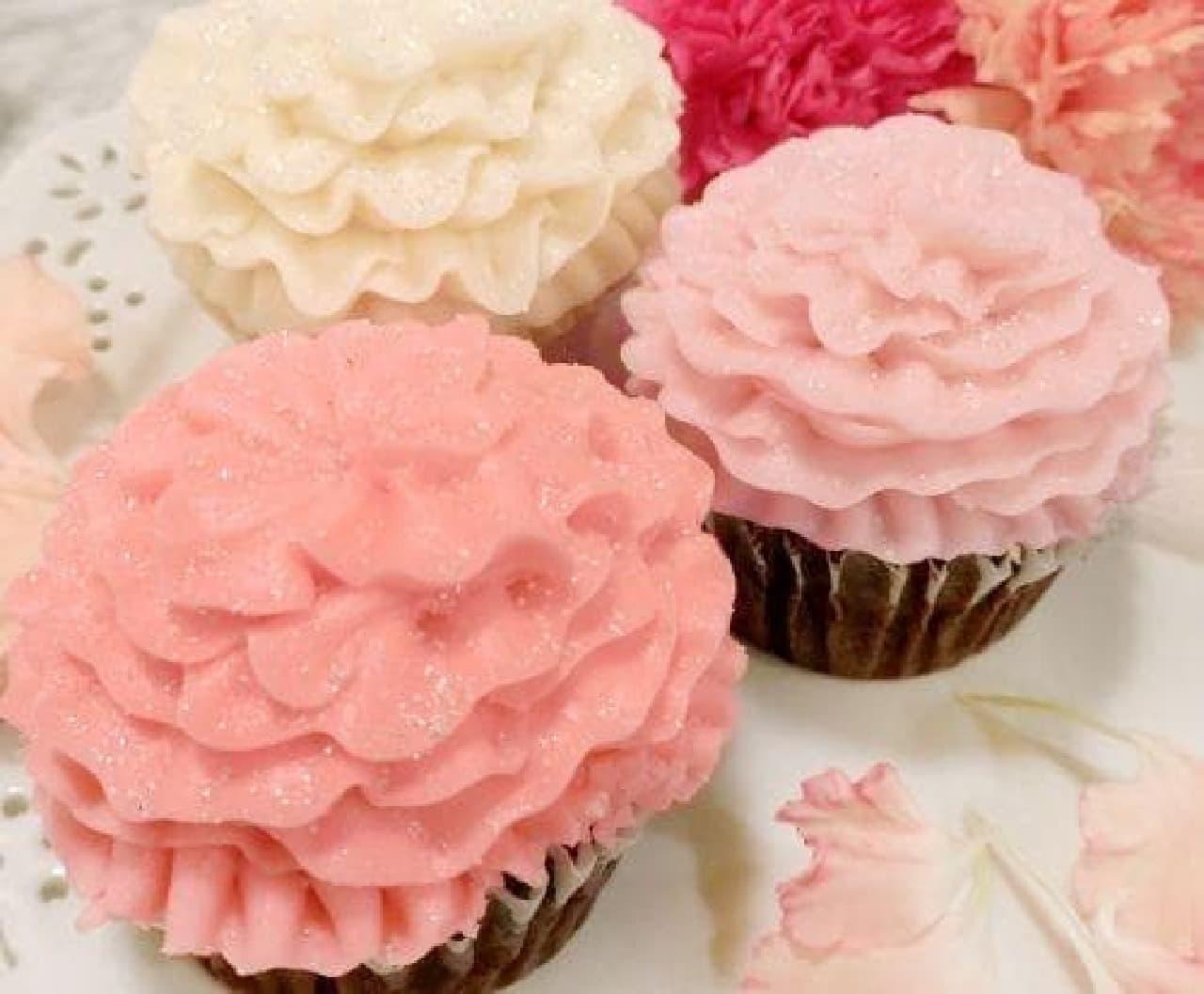 可愛らしいカーネーションのカップケーキ