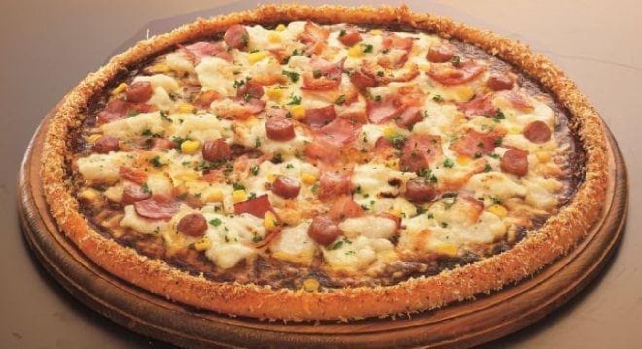 「アオキーズ・ピザ」と「オリエンタル」のコラボピザ発売