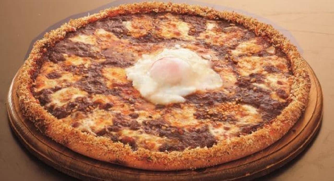 辛口ピザにとろとろタマゴをトッピング