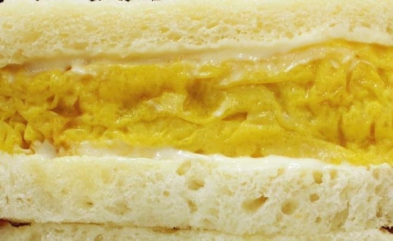 パンと玉子の間にはマヨネーズが