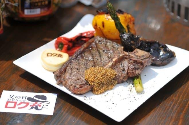 グリルした肉と野菜