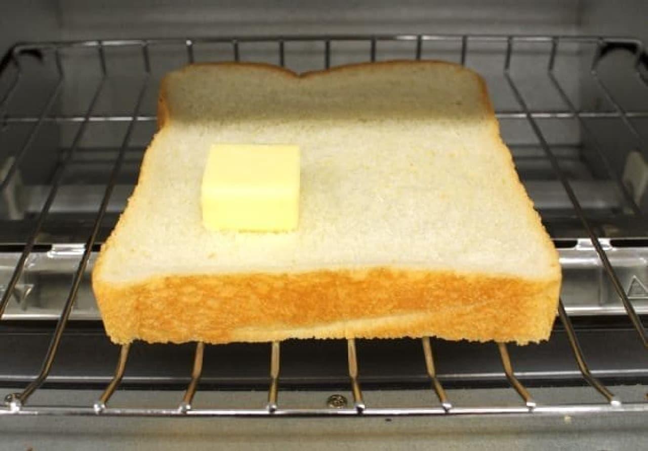 左下半分にバターを染み込ませてみます