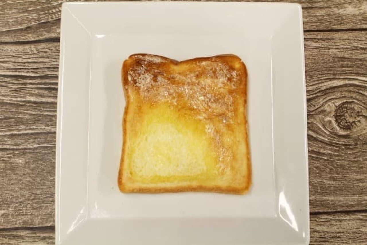 完成!左下半分がバター染み込ませ、右上半分がバター後塗り