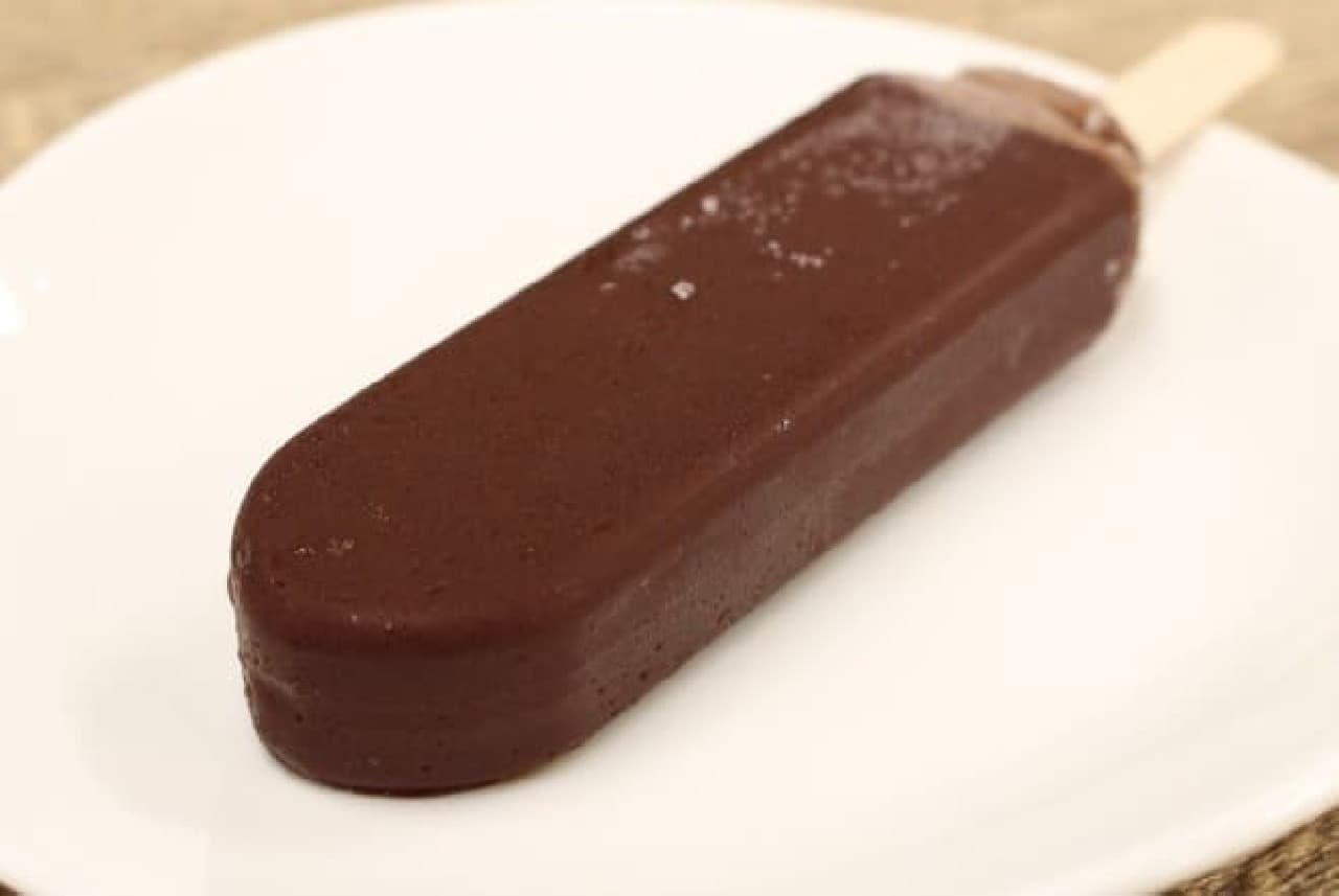 一見ふつうのチョコアイスバーですが、