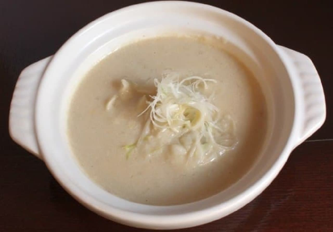 福岡県「ばってん餃子」 とんこつスープに水餃子が入っています