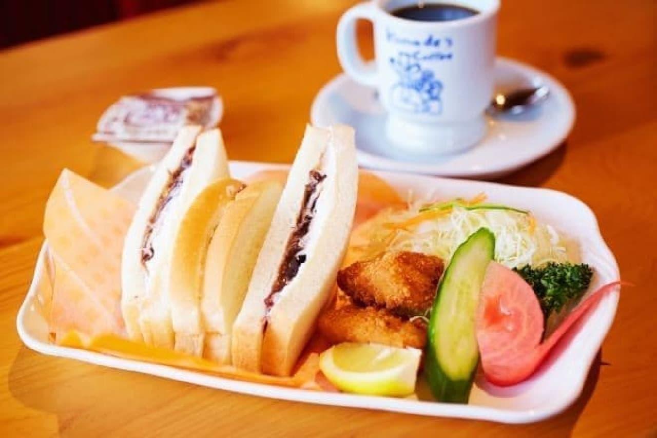 小倉ホイップサンド+新鮮サラダ+コメチキ2個