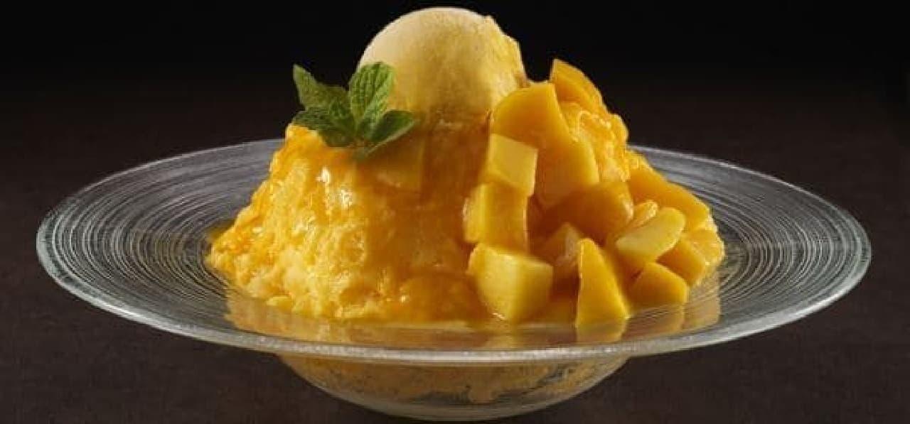 「ソフトクリームとマンゴーフレーバーのかき氷」