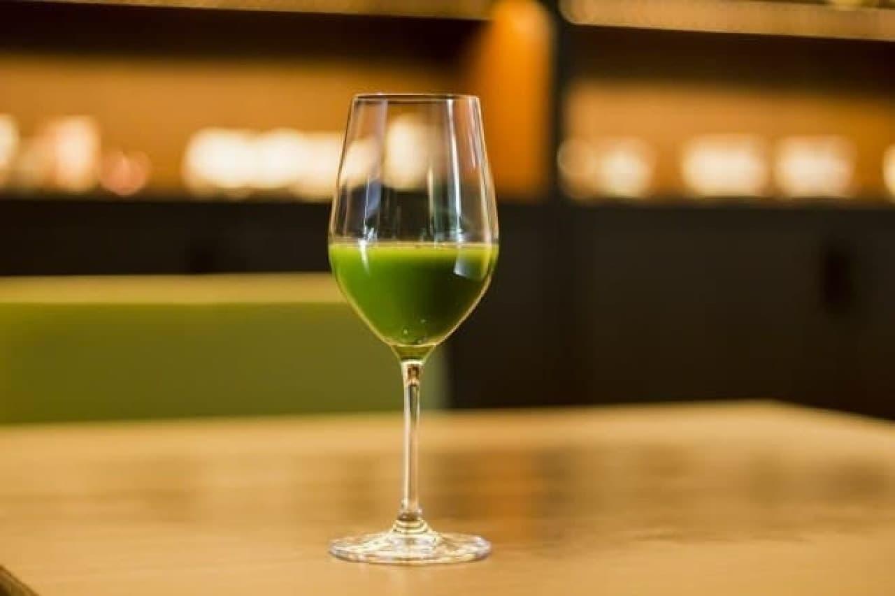 緑色が美しい「抹茶ワイン」
