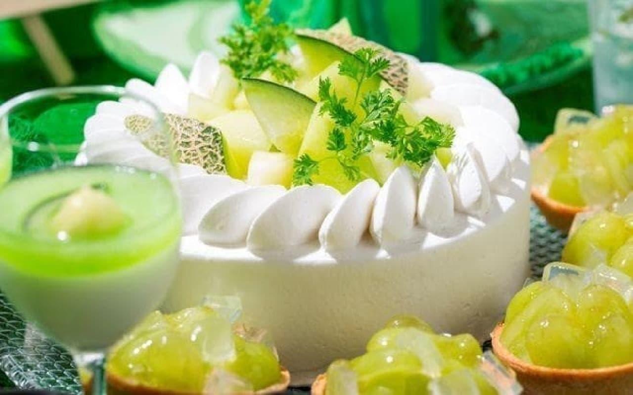 ココナッツブラ ンマンジェとメロンのケーキとメロンタルト